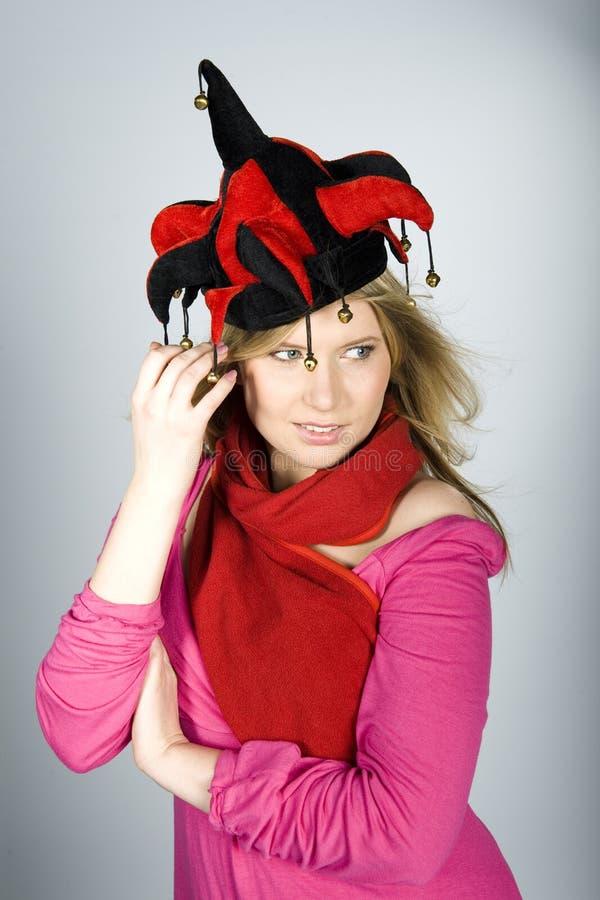 帽子jocker俏丽的妇女年轻人 免版税库存照片