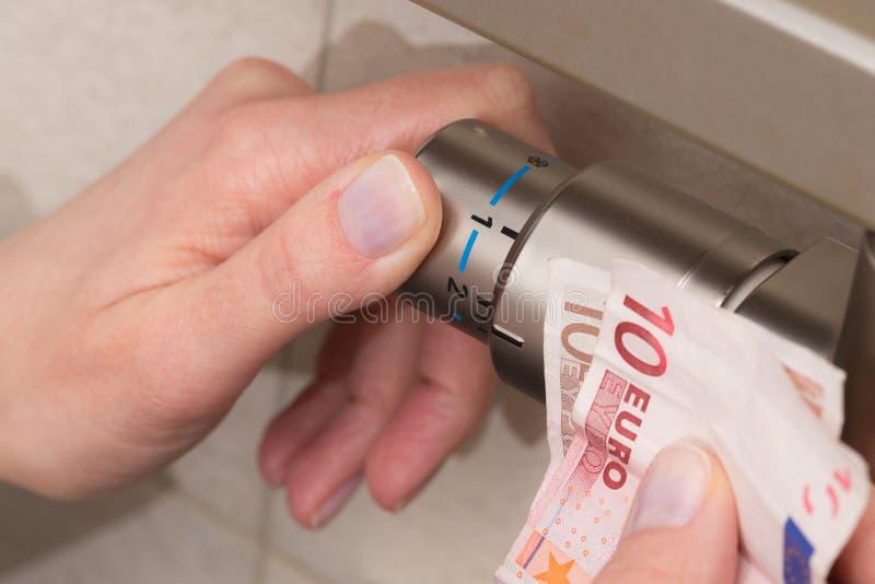 幅射器温箱、钞票和手褐色 图库摄影