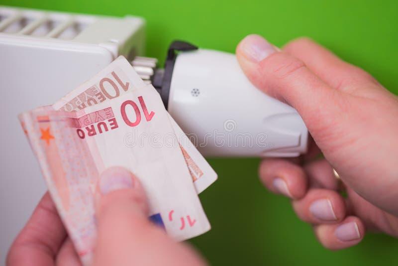 幅射器温箱、钞票和手绿色 免版税库存图片