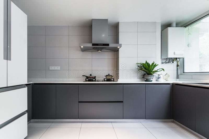 干净和白色厨房室 图库摄影