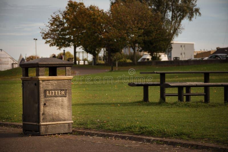 干净的垃圾桶在公园-伦敦,英国 免版税图库摄影