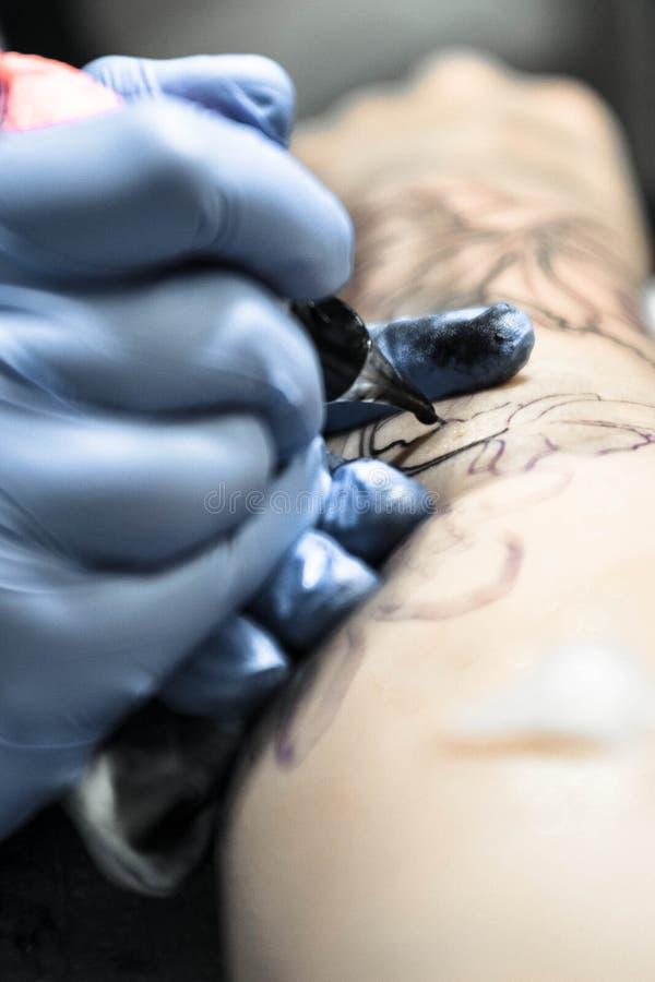 干净纹身花刺的会议安全和 库存图片
