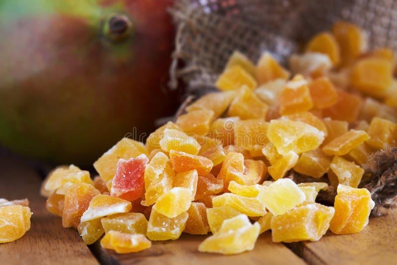 干和糖煮的芒果 库存照片