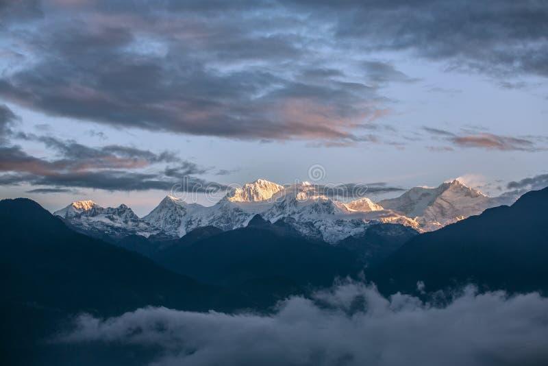 干城章嘉峰从Pelling的山景在锡金,印度 库存照片