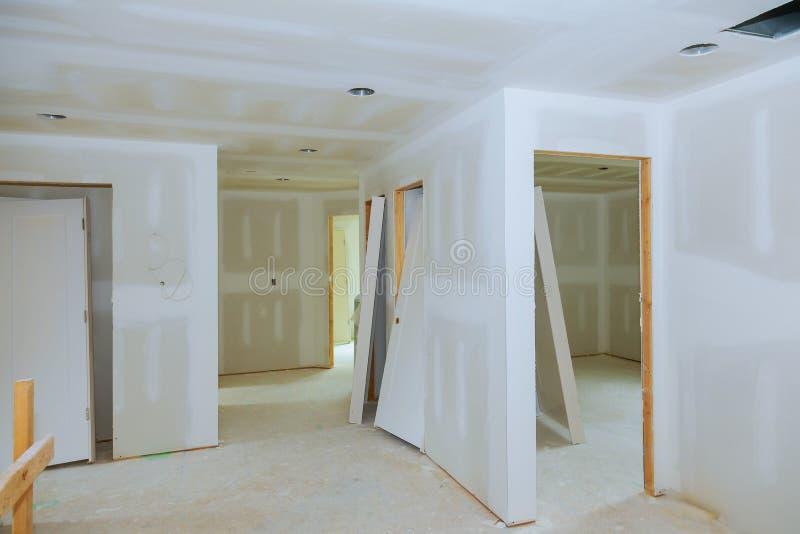 干式墙石膏板内部室的新建工程 免版税库存照片