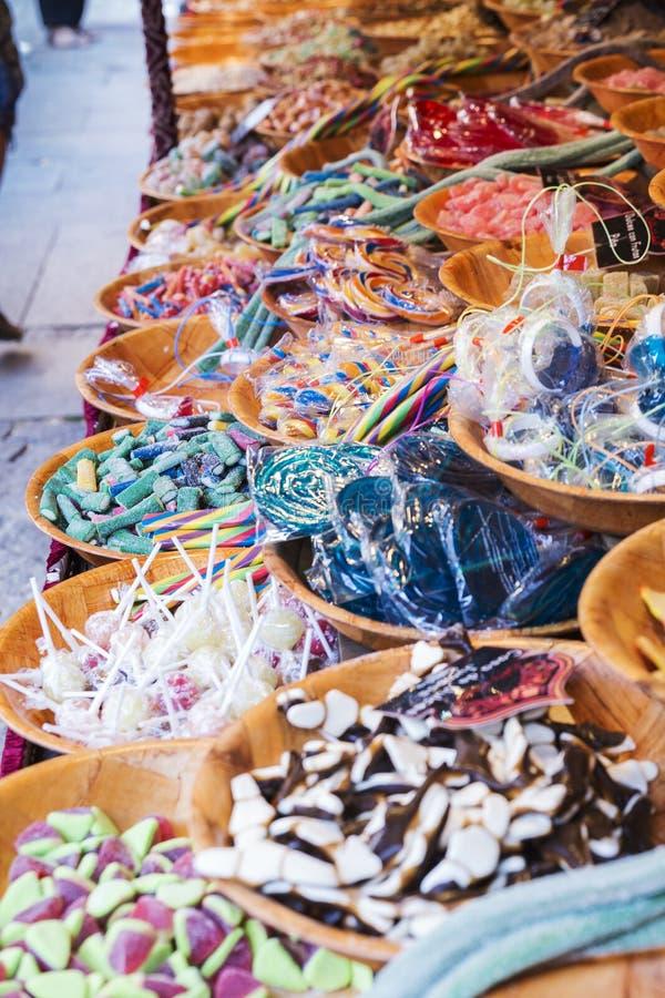 干果和软心豆粒糖销售  图库摄影