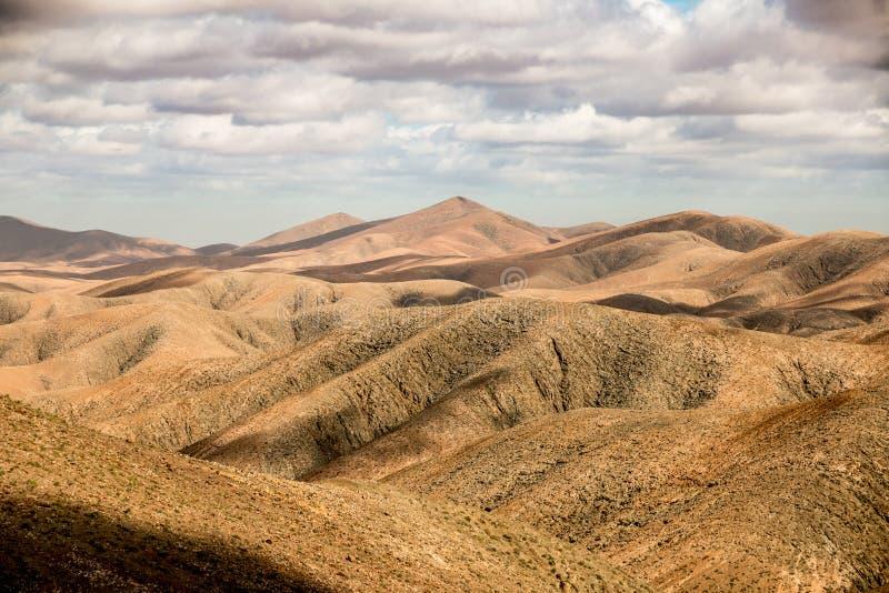 干燥山景在费埃特文图拉岛,西班牙 免版税库存图片