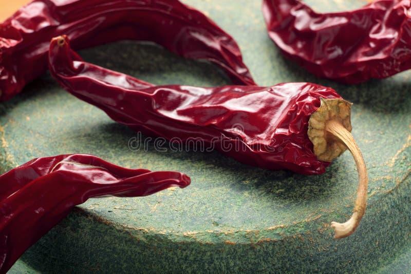 干的辣椒以子弹密击红色 免版税库存图片