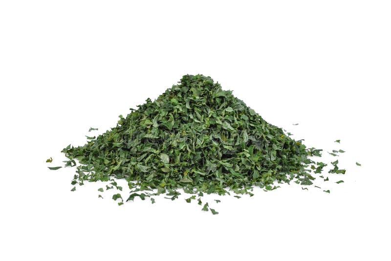 干荷兰芹叶子或岩芹crispum被隔绝的堆 免版税图库摄影
