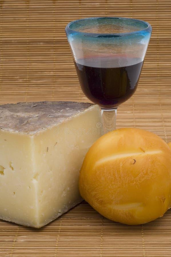 干酪另外红葡萄酒 图库摄影