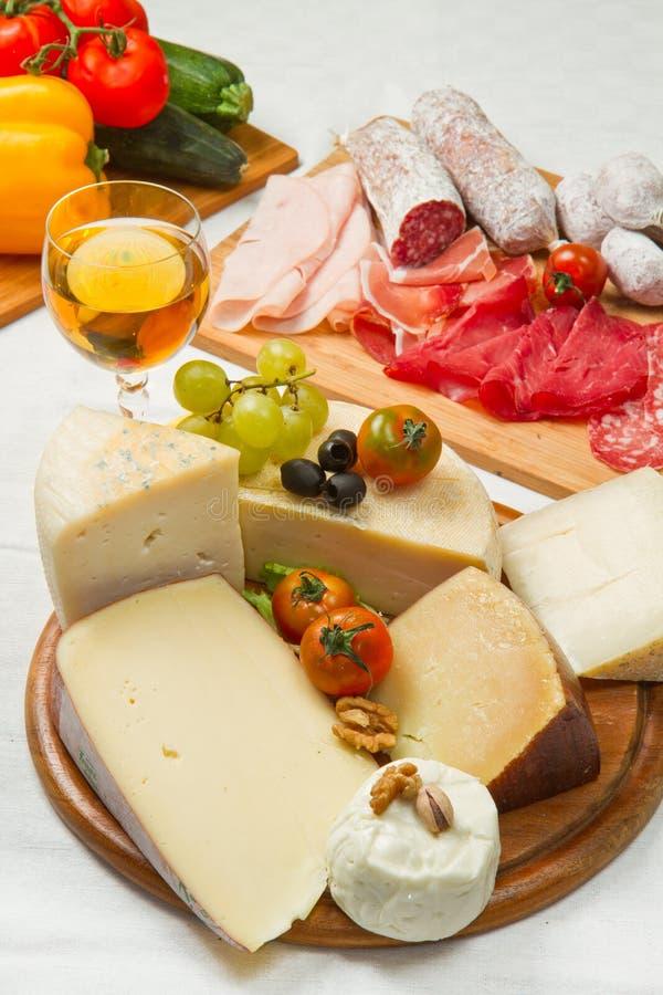 干酪和冷盘 免版税图库摄影