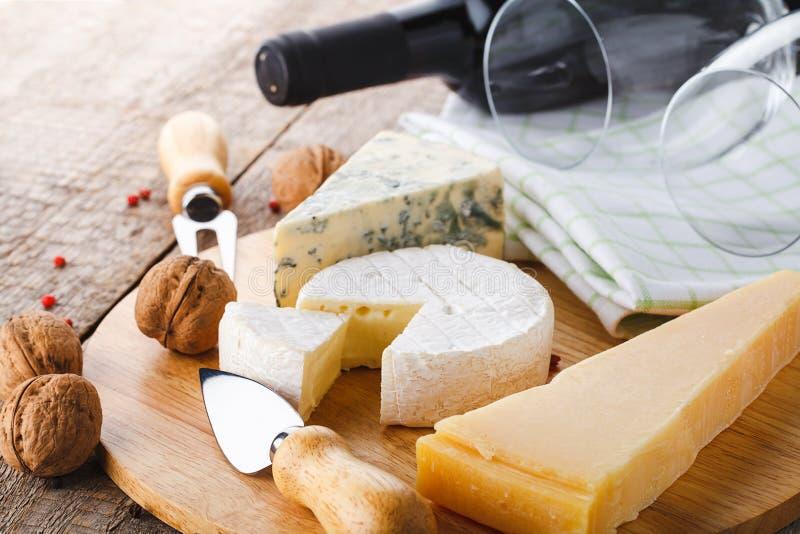 干酪和酒 免版税库存照片
