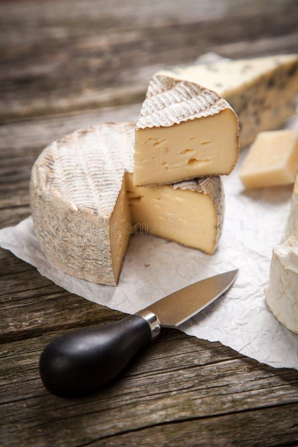Download 干酪法国软件 库存照片. 图片 包括有 美食, 牛奶, 软制乳酪, 干酪, 刀子, 亲切, 背包, 巴马干酪 - 62534812