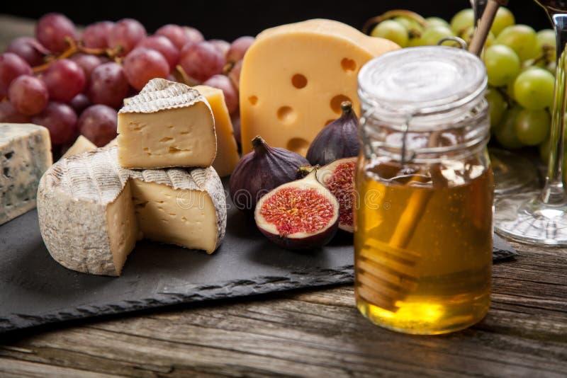 Download 干酪法国软件 库存照片. 图片 包括有 软制乳酪, 蜂蜜, 餐馆, 刀子, 片式, 干酪, 异乎寻常, 烹调 - 62534988