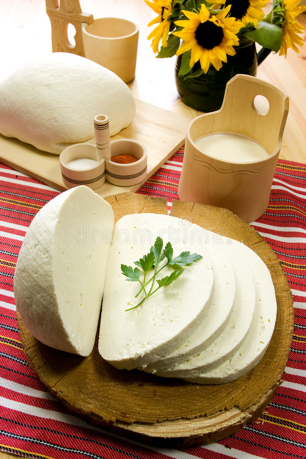 干酪牛奶s绵羊切传统的斯洛伐克 库存照片