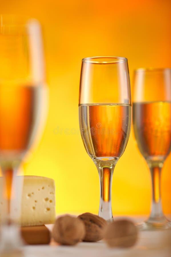 干酪玻璃白葡萄酒 库存照片