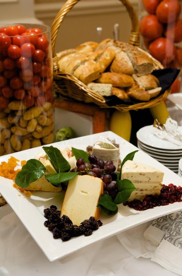 干酪装饰美食的牌照 库存图片