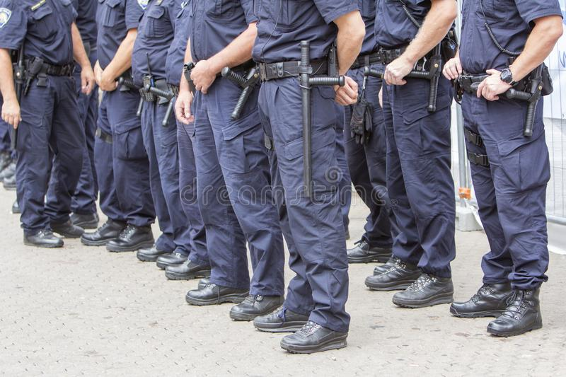 干预在城市街道上的警察局 库存图片