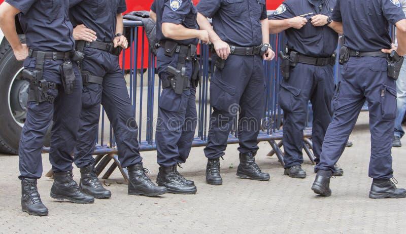 干预在城市街道上的警察局 库存照片