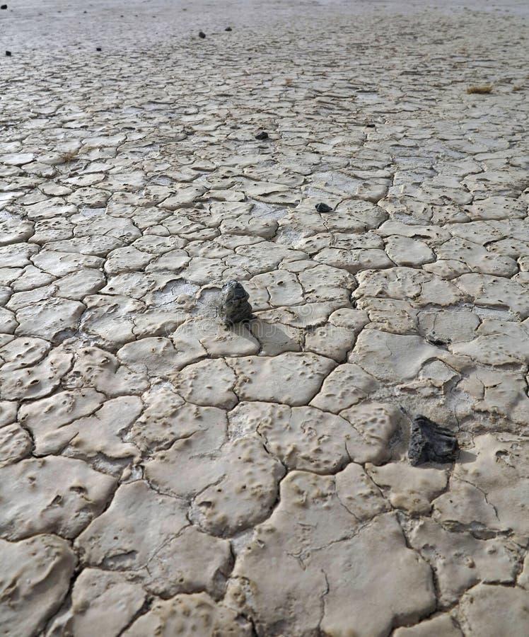 干,破裂的土路 天旱地区 天旱的时期 免版税库存图片