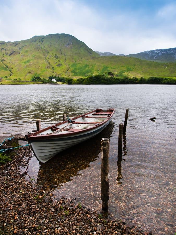 平安爱尔兰的湖 免版税库存图片