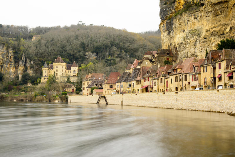 平安的村庄la roque gageac,法国 免版税库存图片