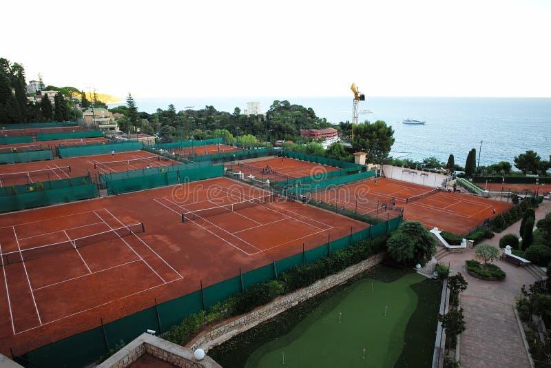 平安的海军陆战队员和网球场 免版税库存照片
