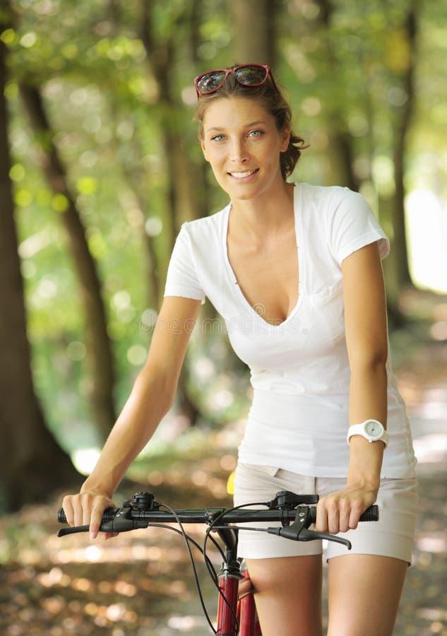 平安的自行车乘驾 库存照片