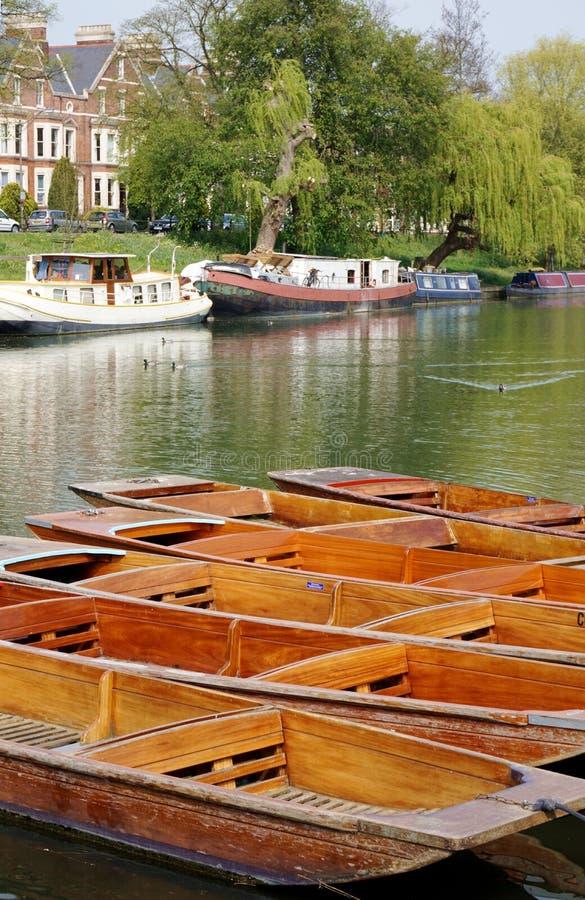 平底船和河船在康河,剑桥,英国 库存照片