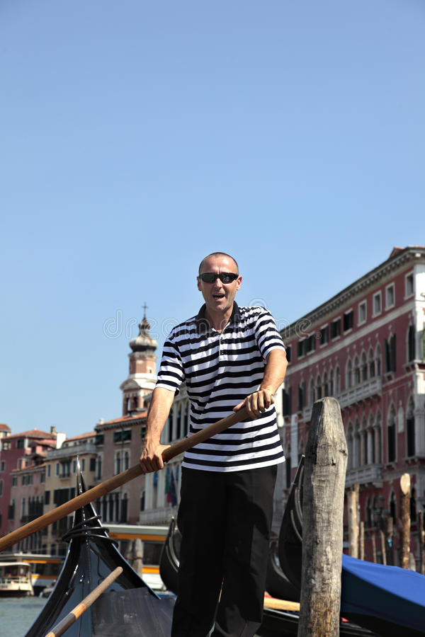 平底船的船夫威尼斯 免版税库存图片