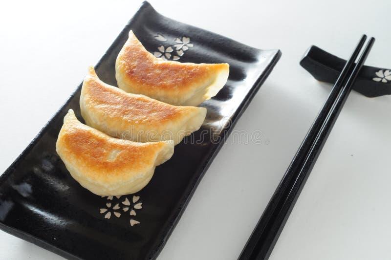 平底锅油煎的猪肉饺子 免版税图库摄影