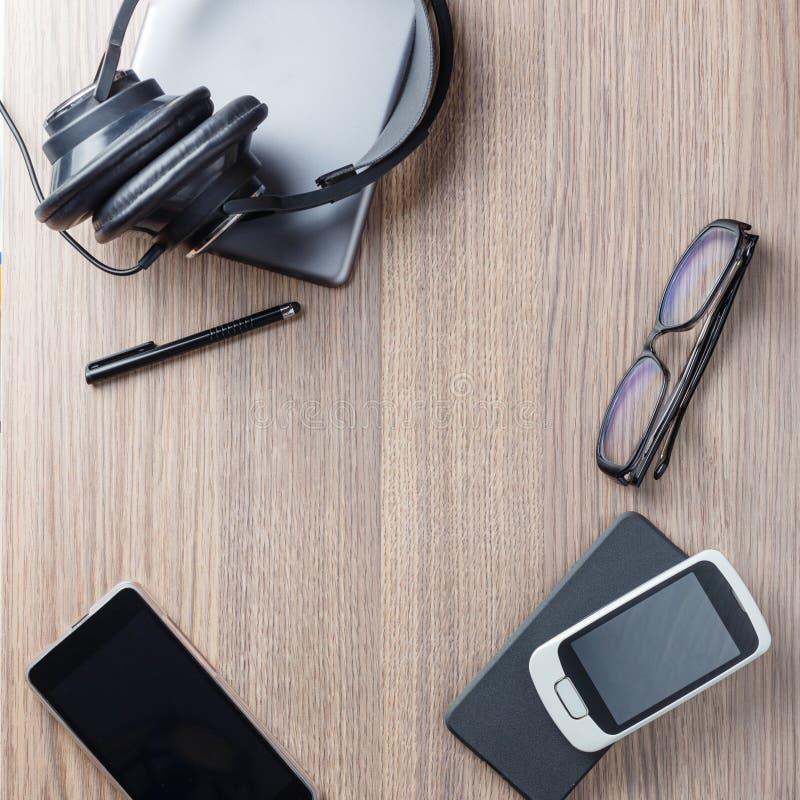 平的位置办公室工具和供应 库存照片