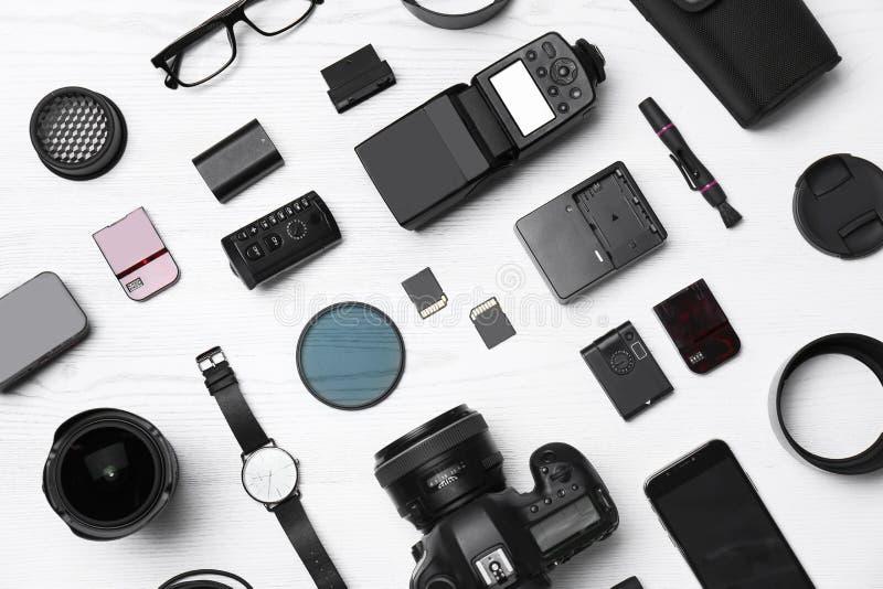 平的位置构成用专业摄影师的设备 库存照片