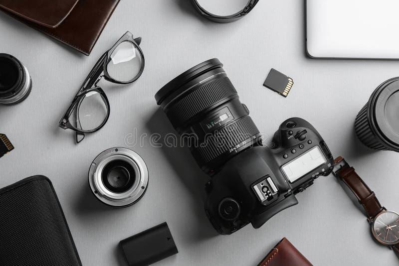 平的位置构成用专业摄影师设备 图库摄影