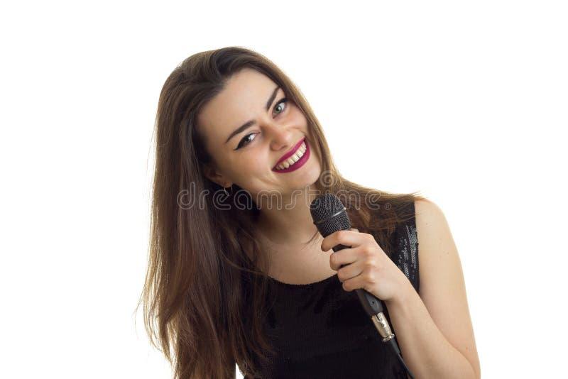 水平的有红色唇膏的画象微笑的迷人的女孩 免版税库存图片