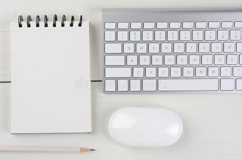 水平的白色内政部书桌 免版税库存照片