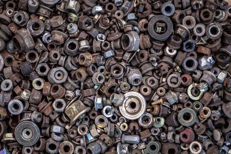 平的被放置的金属紧固件 免版税库存图片