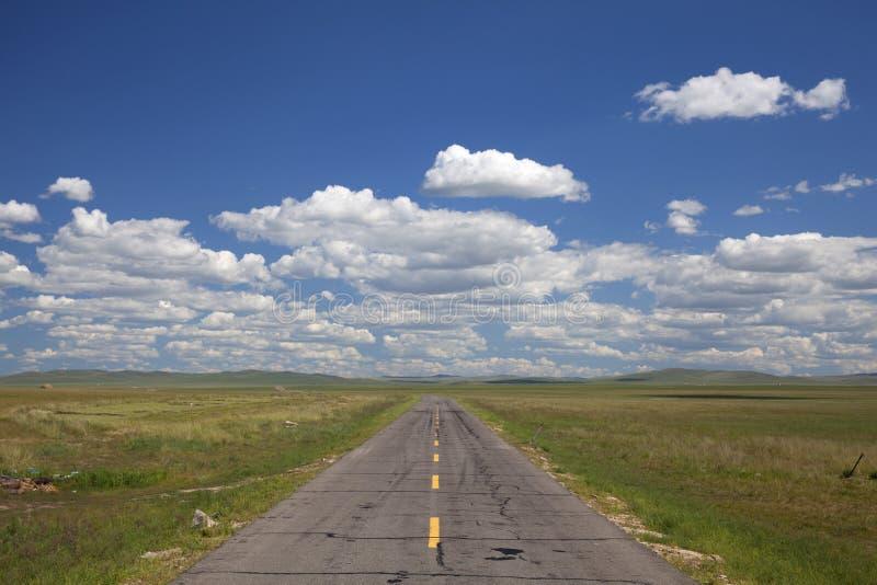 Download 平直前面的路 库存照片. 图片 包括有 遥远, 灰色, 环境, 展望期, 内在, 草甸, 草原, 结算, 东部 - 15678570