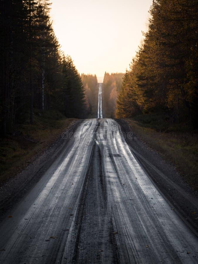 平直的石渣路 免版税库存照片