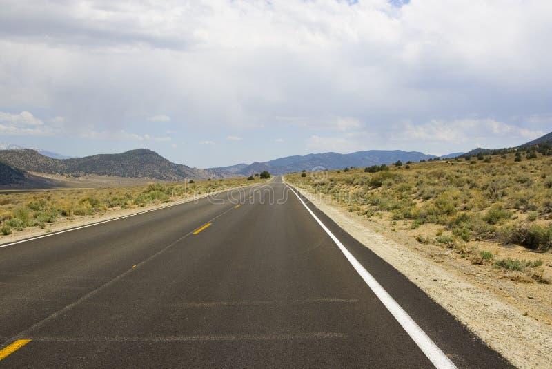 平直的高速公路 免版税库存图片