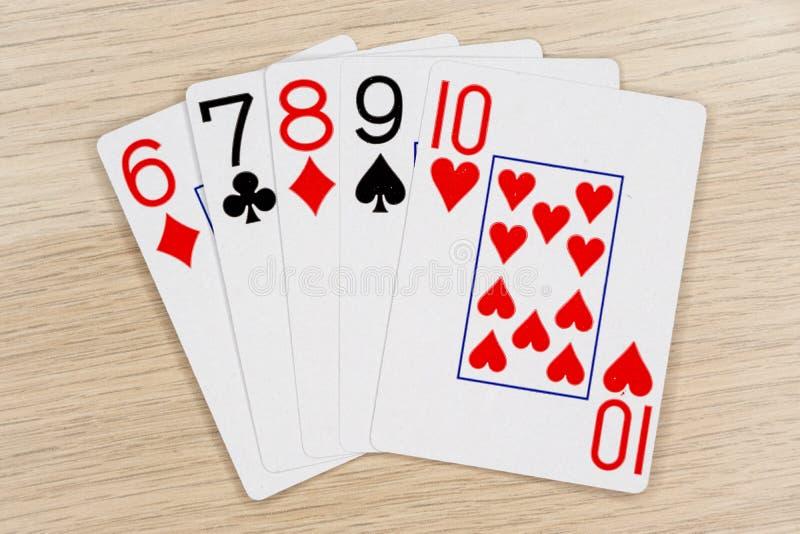 平直-打啤牌牌的赌博娱乐场 免版税库存图片