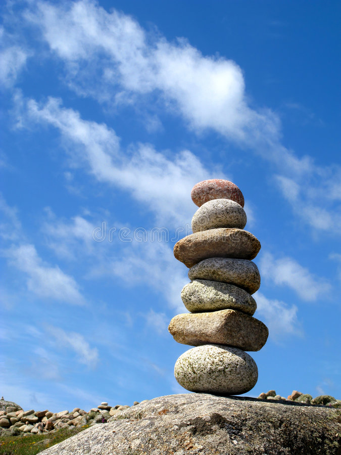 平衡七堆积石头 库存图片