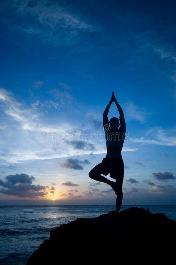 平衡传染性的瑜伽 免版税库存照片