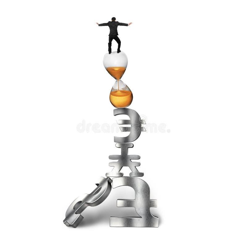 平衡在滴漏和货币符号的商人 库存例证