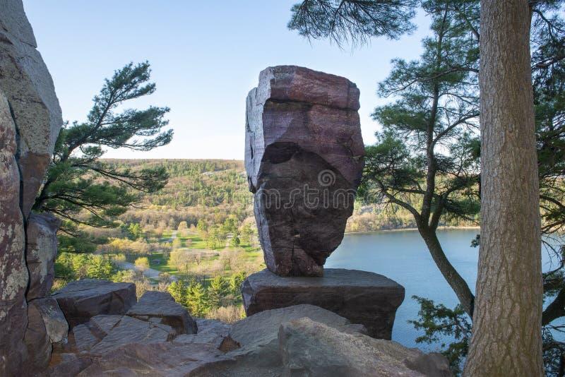平衡岩,魔鬼湖,威斯康星州旅行 库存照片