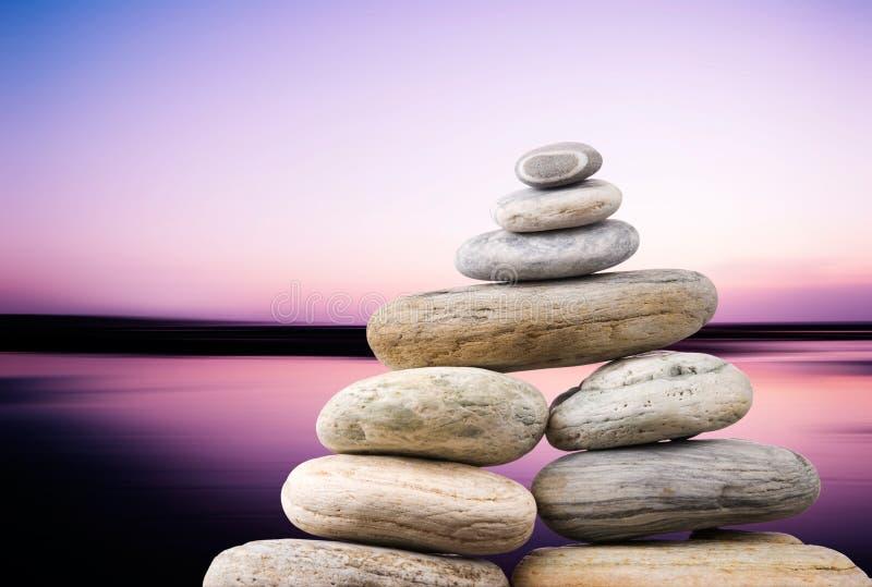 平衡平安的小卵石栈 图库摄影