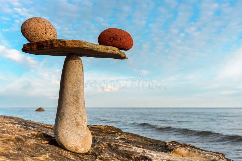 平衡数石头 免版税库存照片