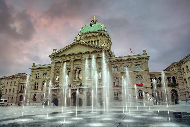 平衡的时间瑞士魁北克省议会大厦联邦广场 伯尔尼 瑞士 免版税库存图片
