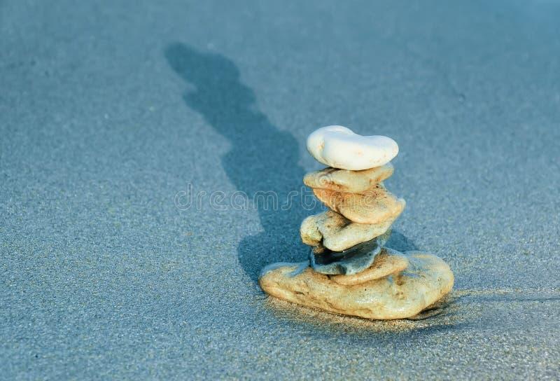 平衡私有石头符号塔禅宗 库存照片