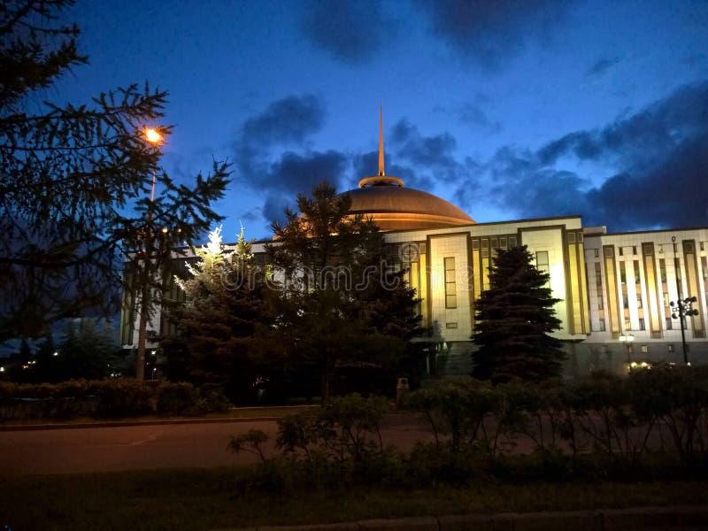 平衡莫斯科公园俄罗斯的一个安静的夏天 免版税库存照片